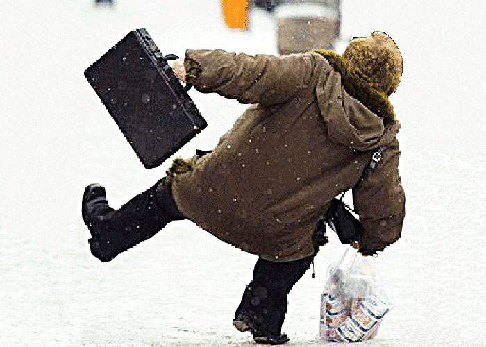 Legislaţie: Românii vor trebui echipaţi cu bocanci pe timp de iarnă