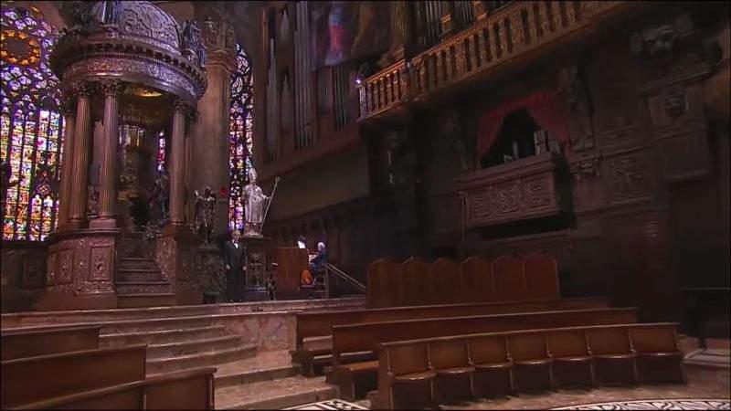 Andrea Bocelli, revoltat că a fost păcălit să țină concertul cu sala goală