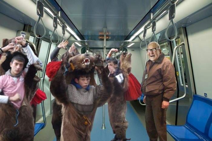 Unii bodyguarzi de metrou se alătură cetelor de colindători din trenuri, ca să facă un ban în plus