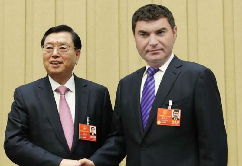 Cristi Borcea, invitat să emigreze în China, că a început să scadă populaţia acolo