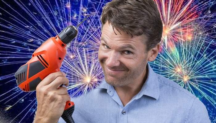 Un lord la Bucureşti! A dat cu bormaşina la 12 noaptea, când explodau artificiile şi petardele, ca să nu deranjeze vecinii