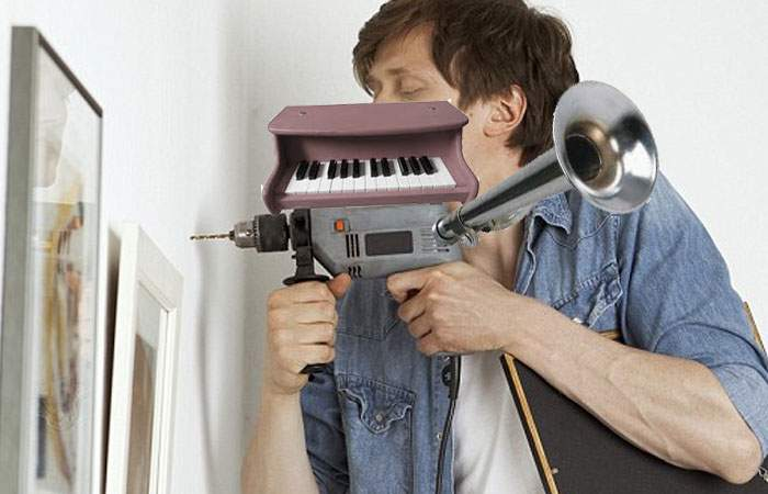 Vecini din întreaga lume jubilează! A apărut bormaşina cu claxon şi pian