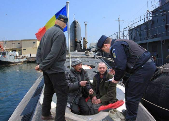 E Ziua Marinei! Ca în fiecare an, au fost daţi afară boschetarii din submarinul Delfinul