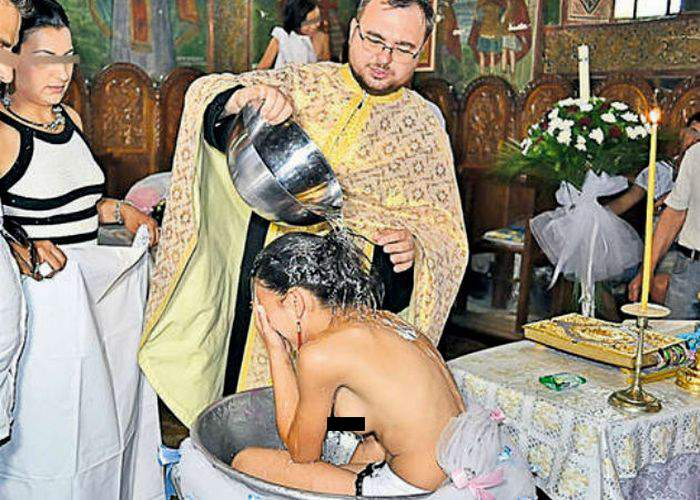 Zece lucruri despre botezul adolescentei în sânii goi