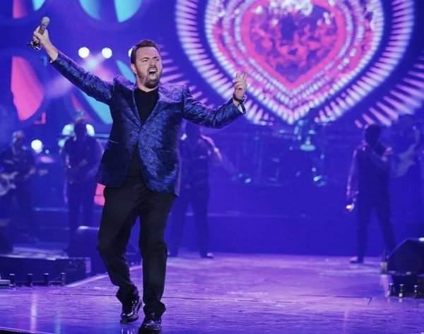 Horia Brenciu anunţă că îşi deschide şcoală de canto, poate îl învaţă şi pe el cineva să cânte