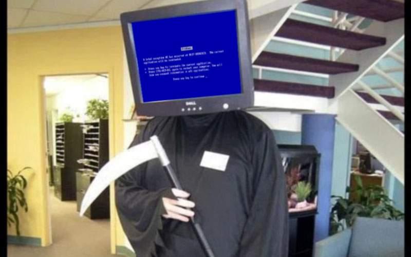 Un IT-ist costumat în ecran albastru şi-a băgat toţi colegii în sperieţi de Halloween