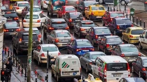 """Mai tare ca un flashmob! Mii de șoferi bucureșteni blocați în trafic au urlat deodată """"FMM, Gabi Firea!"""""""