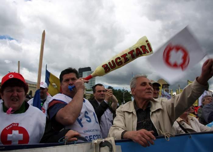 """Bugetarii îndeamnă tinerii să iasă din nou la proteste: """"Poate ne dublează Parlamentul salariile!"""""""