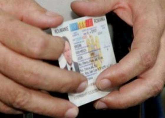 Ghinion românesc! În timp ce aştepta la coadă la paşapoarte, unui român i-a expirat buletinul