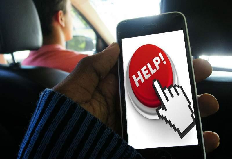 Uber a introdus un buton de panică, pentru când vede clientul cât îl costă când e surge