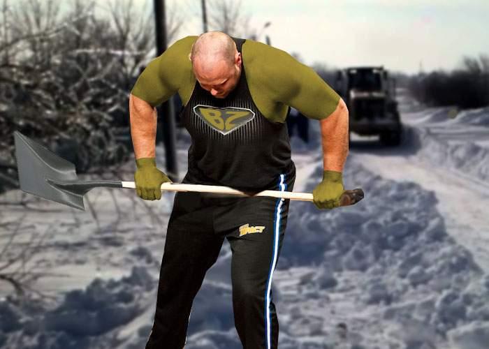 Eroul din Buzău! A rupt mii de cozi de lopeţi pentru zăpadă, ca să-i salveze pe oameni de la muncă