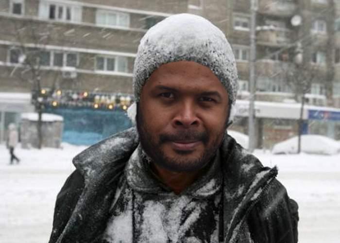 Din cauza frigului, lui Cabral i s-a făcut mică şi îl jenează la genunchi