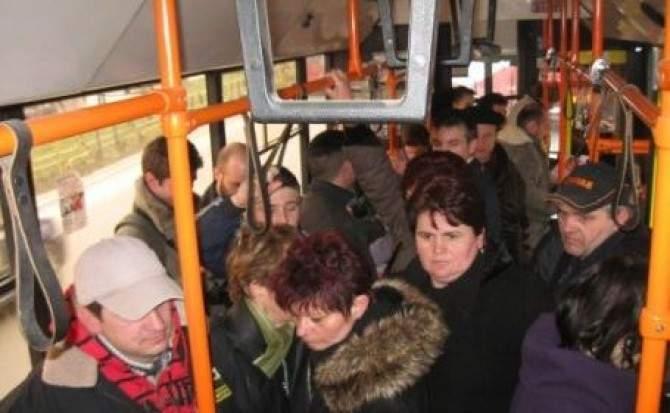 A apărut autobuzul inteligent. Nu te lasă să cobori cu mai multe portofele decât aveai la urcare