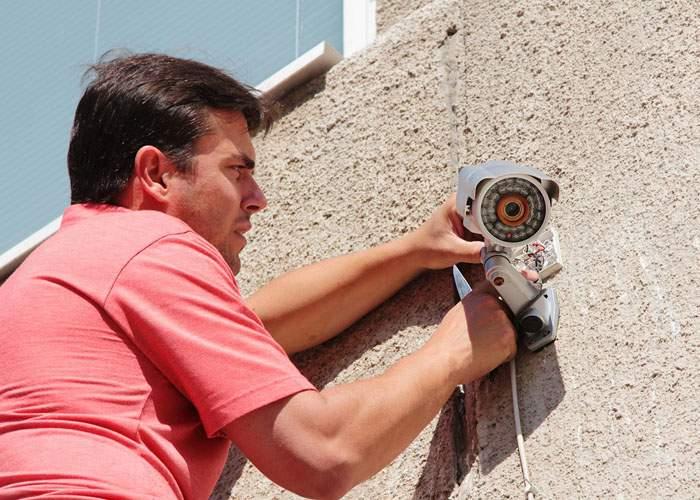 Un caracalean a returnat o cameră de supraveghere pentru că nu lătra