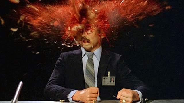Conspiraționist explodat după ce a aflat că coronavirusul poate fi vindecat prin iradiere cu 5G