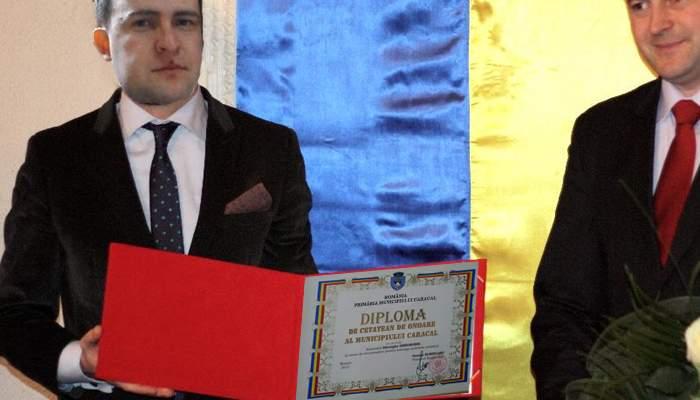 Botoșănenii care au vrut să scoată bani cu cardul de sănătate, făcuți cetățeni de onoare în Caracal