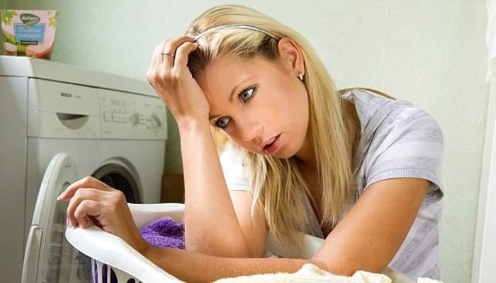 Un caracalean a băgat cremă pufoasă de brânză în maşina de spălat, ca să-i iasă rufele pufoase