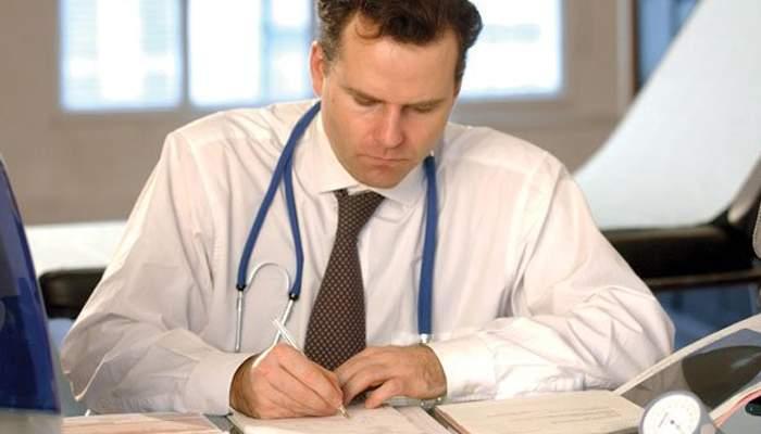 Medicii se plâng că noile carduri de sănătate nu funcţionează: Pacienţii nu ne pot da şpagă cu ele!