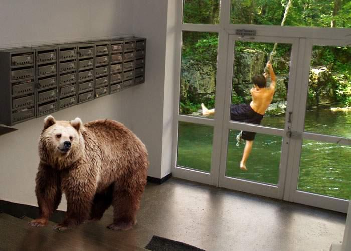 I se spune Mowgli din Braşov. Are urşi în scara blocului și se duce la şcoală cu liana