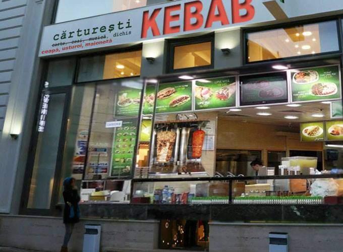 Se reprofilează! La doar o săptămână după deschidere, Cărturești Carusel devine Kebab Carusel
