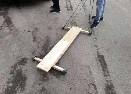 Un român şi-a construit dintr-o placă şi 4 rulmenţi un dispozitiv mai rapid decât un tren CFR