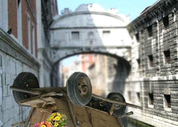 Breaking News! O căruţă cu îndrăgostiţi s-a răsturnat în Veneţia