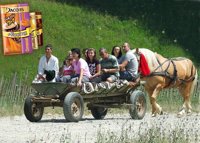Bucurie la sate! Românii au lansat prima căruţă sport, care are caii în spate, nu în faţă