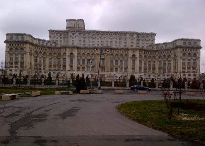 Protestatarii din Parcul Izvor au lăsat în urmă o mizerie de nedescris: Casa Poporului