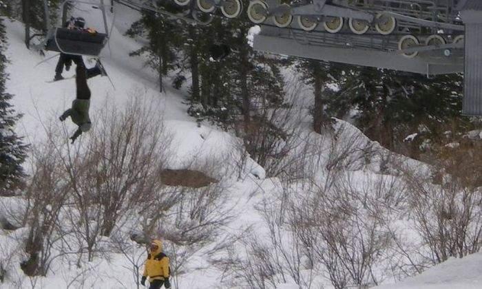 Accident în Poiană! Un tânăr a căzut de la 17 m după ce un pensionar l-a ridicat de pe telescaun