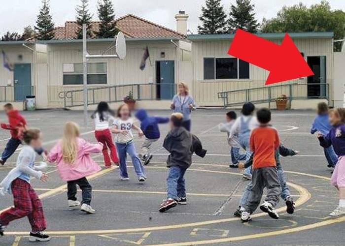 A început școala! Mulți elevi au venit de la 5 dimineața, să prindă un loc bun de fumat