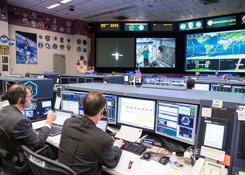 Avertisment NASA! Dacă pământul se opreşte brusc, dăm toţi cu capul de ecran