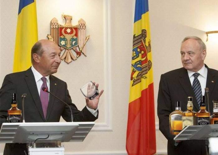 """Băsescu a primit cetăţenia moldovenească la limită: """"Nu prea le are cu băutura!"""""""
