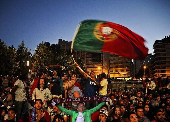 Suporterii portughezi exultă după ce echipa lor, CFR Cluj, s-a calificat în primăvara europeană
