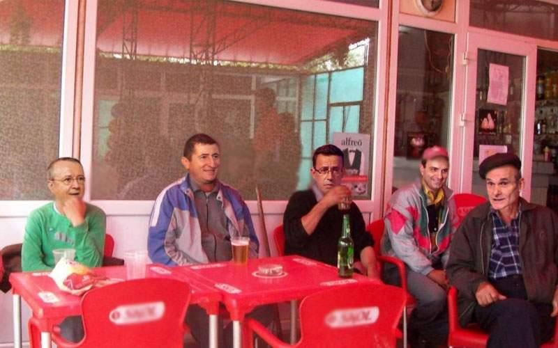 Birtul Gării de Nord, plin de jurnaliști care sărbătoresc c-au scăpat de impozitul pe venit