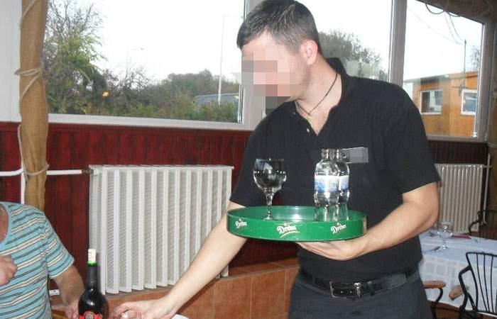 Chelner român, numit şef la FMI după ce a reuşit să-i ia unui turist 4 milioane de euro pe o bere