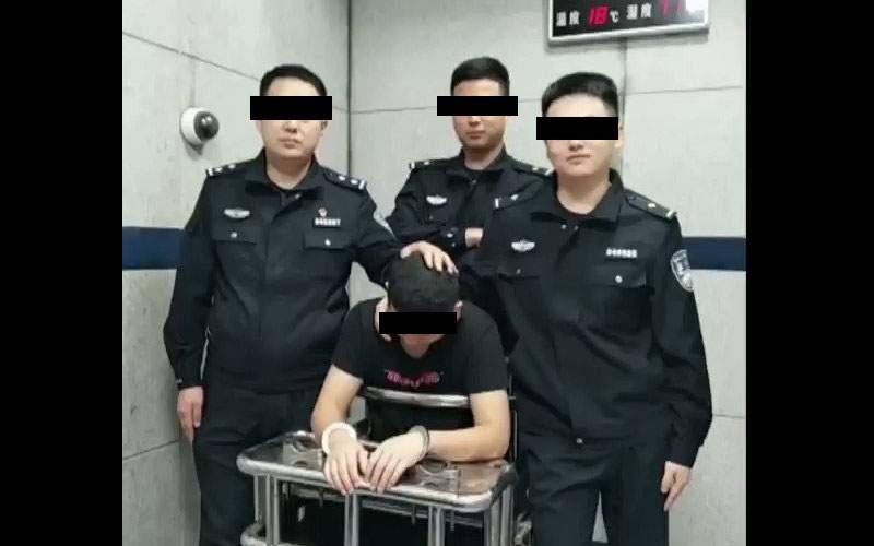 După o noapte la secţie, un dizident chinez a recunoscut că el era coronavirusul