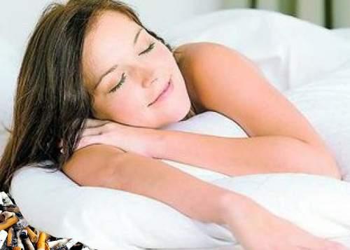 Fetele care îşi pun la noapte chiştoace sub pernă află cu cine se combină în Vamă