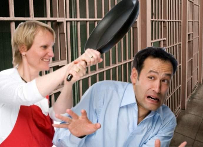 Tortură în închisori. În loc de carceră, deţinuţii sunt trimişi la camera conjugală, unde vine nevasta şi îi cicăleşte