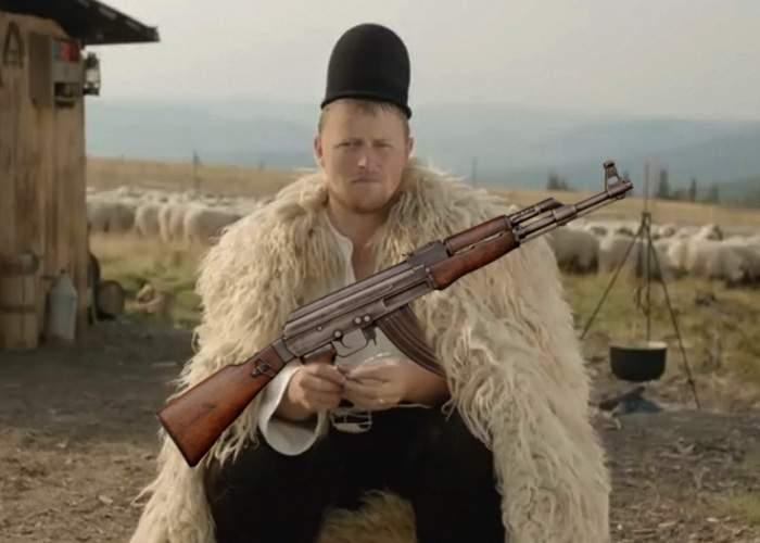 Ca-n Afganistan! Fiindcă li s-a limitat prin lege numărul de câini, mulţi ciobani îşi iau Kalaşnikov