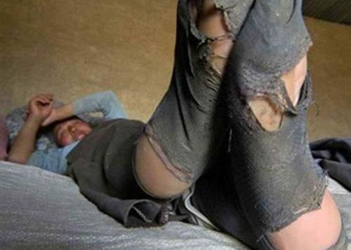 O firmă a dat lovitura după ce a lansat ciorapii şi chiloţii pentru bărbaţi gata găuriţi