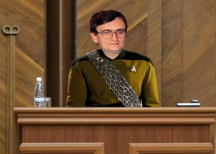 Victor Ciorbea este primul român care a depus jurământul de Avocat al Poporului în klingoniană