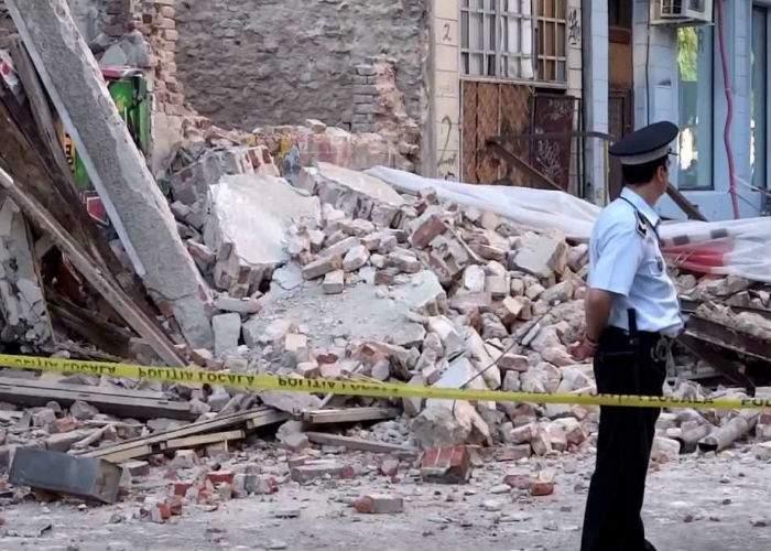 Mai multe clădiri din Capitală au căzut azi-noapte, în semn de solidaritate cu cutremurul din Italia