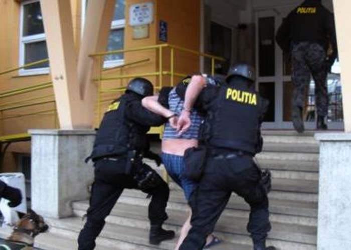 Poliţiştii caracaleni au destructurat o reţea de homeopaţi care vindeau placebo contrafăcut