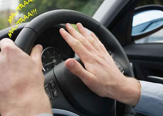 Inovație 2 în 1 pentru șoferii români! Au apărut primele claxoane care înjură