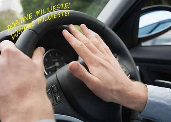 Cruciulițele nu le mai ajung! De astăzi, șoferii își pot monta claxoane cu cântece bisericești
