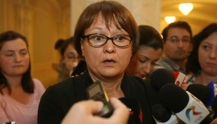 CNA atrage atenţia televiziunilor să-i înveţe pe moderatori să înjure corect în limba română