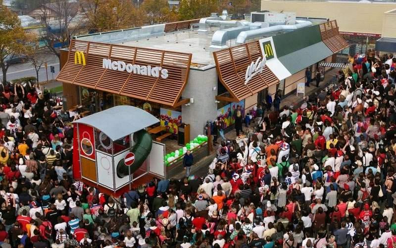 Inaugurare McDonald's Focşani! Localnicii se înghesuie să vadă cum e să ai WC în interior