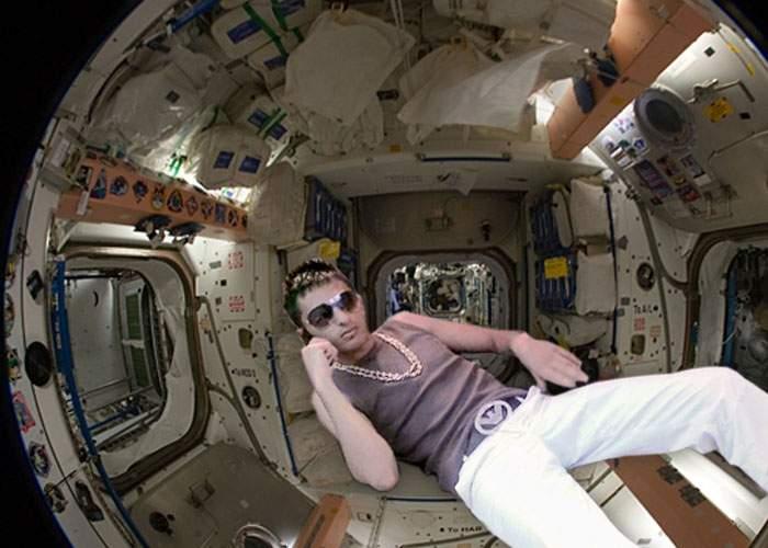 Un cocalar român se laudă pe net cu staţia lui orbitală