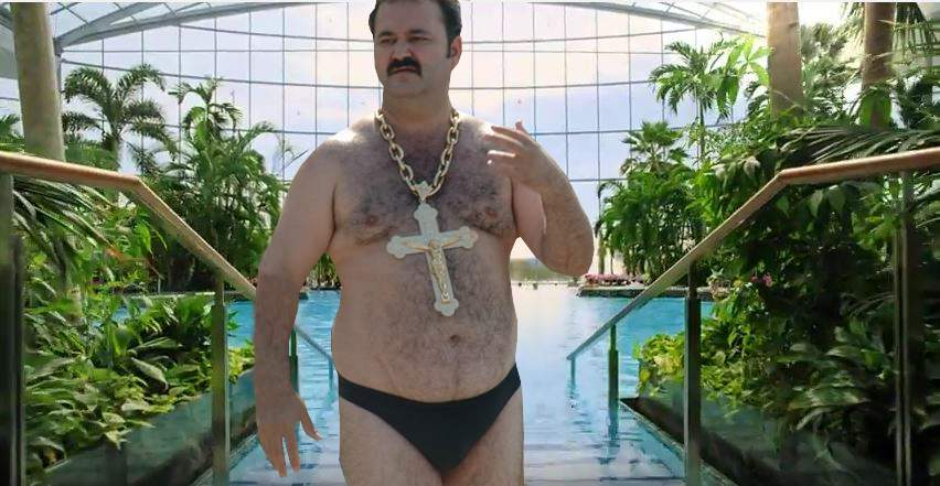 Ca să prevină tragediile, Therme interzice accesul în piscină cu lanțuri de aur mai grele de 20 kg