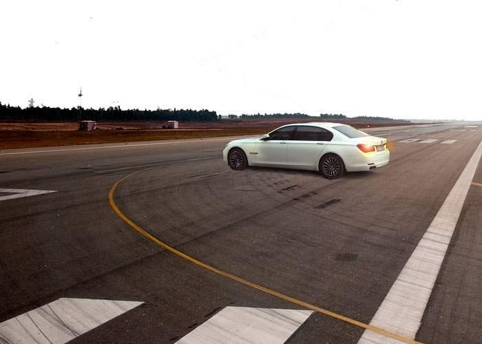 28 de zboruri anulate pe Otopeni, din cauza unui BMW alb lăsat pe avarii în mijlocul pistei